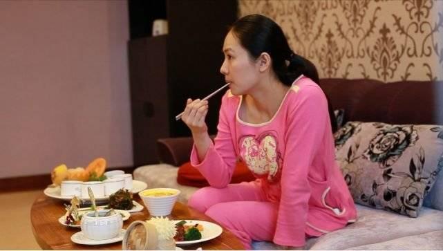 """月子里的妈妈""""多吃才有奶""""?多吃不如会吃!看看指南如何建议"""