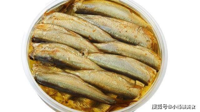 鲱鱼罐头奇臭无比,瑞典人都是怎么吃的?网友:看起来有点好吃