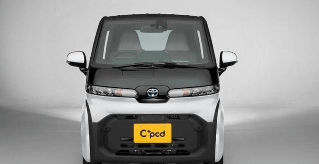 """丰田版的""""smart""""出现了,两个门,两个座位,配有空调和安全气囊,用来买更贵的食物"""