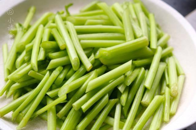 """""""茼蒿""""和""""帝王菜""""是不是一种?很多人混淆,菜农:多此一举"""