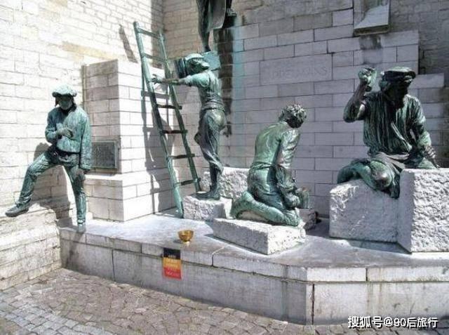 """各大景区中经常见到""""活人雕塑"""",他们靠什么赚钱呢?看完懂了!"""