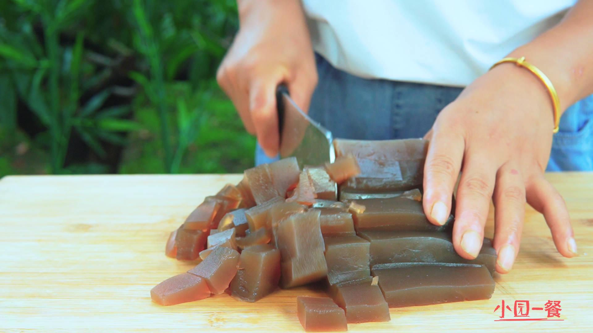 老厨师教你做,蒜蓉凉粉家庭版的做法,简单易学方便快捷味道鲜香