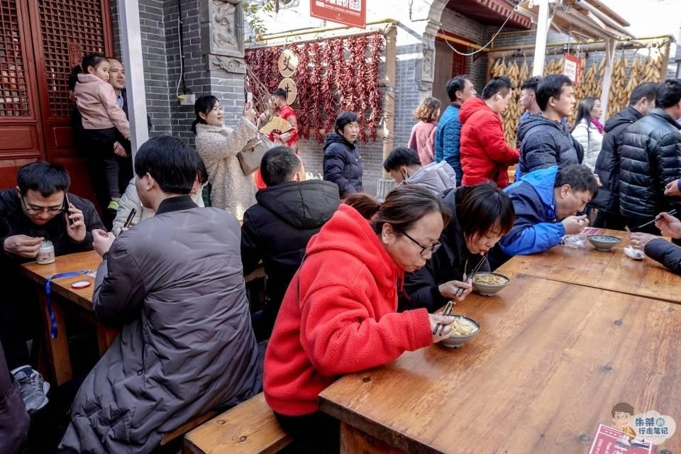 """中国名字最""""难写""""的一碗面,八成游客不知道咋写,查字典也没用"""