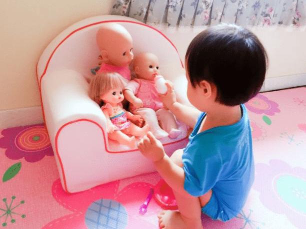 原来孩子越来越像家里的娃娃了。有什么魔力?父母不用自己吓唬自己