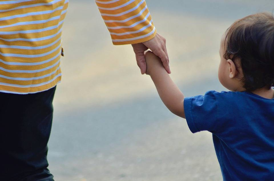 """育儿经验:行为""""霸道""""的宝宝,该怎么样教育?"""