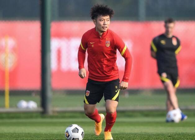 张稀哲:国足需随时做好出战准备 新球脚感不错