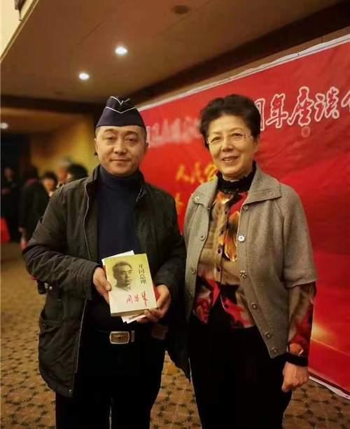 军品大王李长东,感谢周纯全上将儿媳杨晓明,对他红色收藏的鼓励