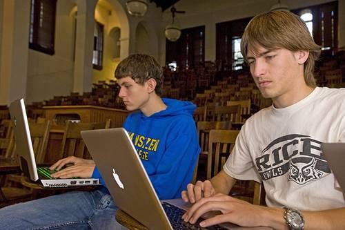 拜登拿出至少1300亿美元助力美国大学重启,返校有望了?