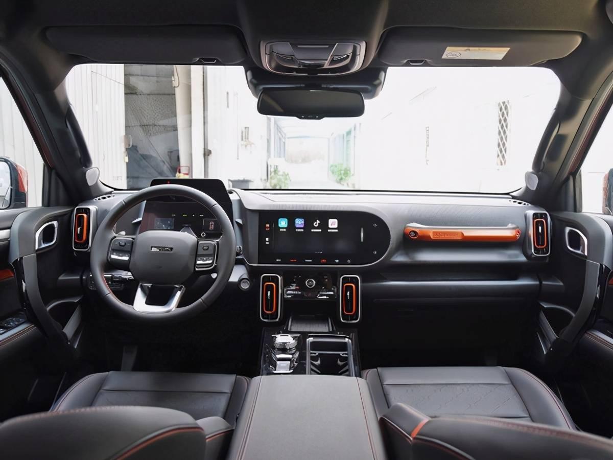 全系标配内后视镜自动防炫目、车窗防夹手、10.25英寸中控屏、长途启动、车联网、OTA进级等设置