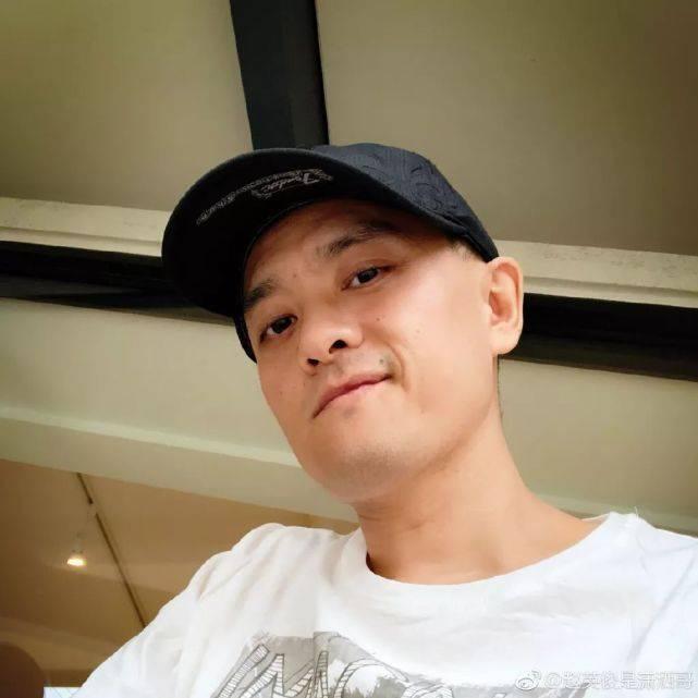 徐峥采访哽咽悼念赵英俊:至少不用受病痛折磨了,让他解脱吧