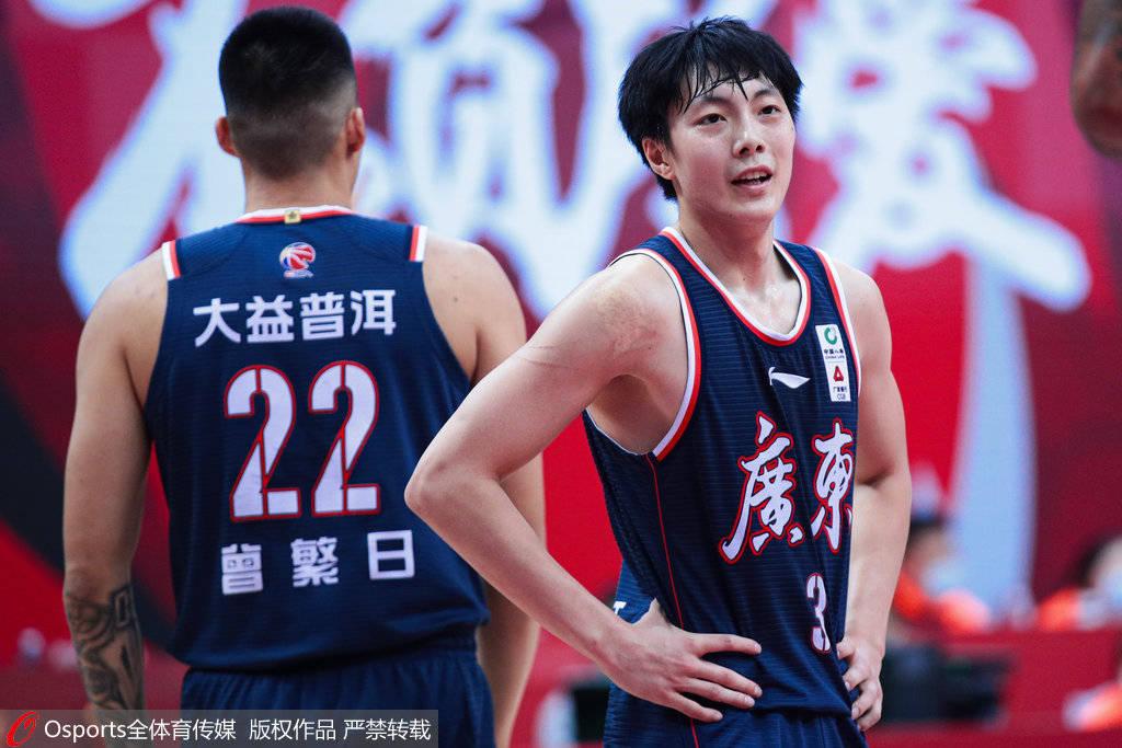 胡明轩24分徐杰伤退 广东胜山东12连胜锁季后赛_助攻
