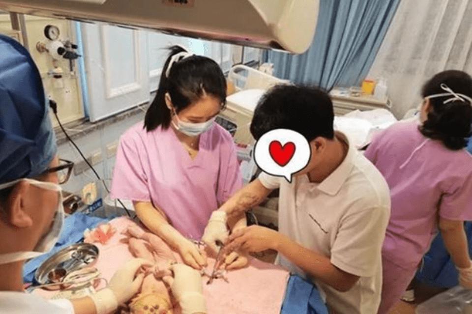 晚剪脐带两分钟可以提高孩子的免疫力 宝宝出生后剪脐带还需要掐时间