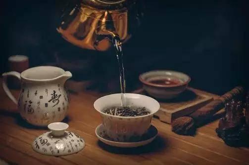 减肥,刮油,帮助消化,假期过后解闷。你可能想喝这种茶
