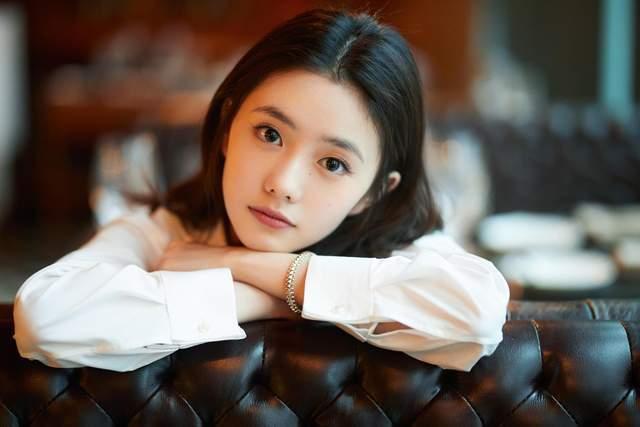 央视春晚节目单公布,有五大亮点:虚拟歌手洛天依登场,薇娅变魔术李宇春走秀