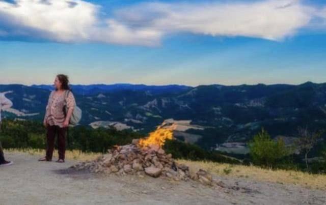 """世界最""""丢脸""""的火山,喷发100年火焰仅1米,如今却被用来烧烤"""