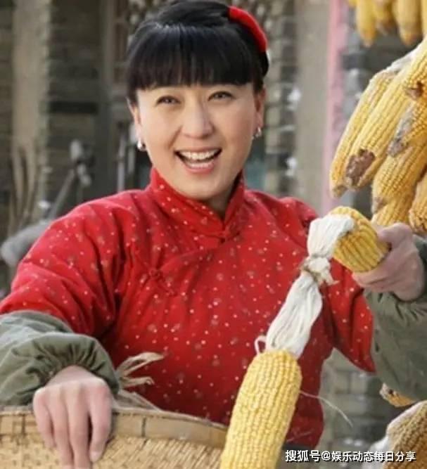 拉菲8app下载:她是赵本山女徒弟,不顾家人反对嫁富豪当继母,今生活却令人羡慕