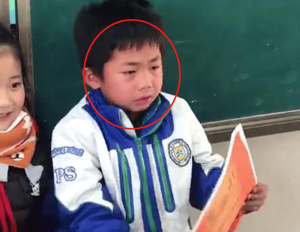 """小学生领奖状,过程曲折宛如""""奥斯卡"""",网友:这孩子有度量"""