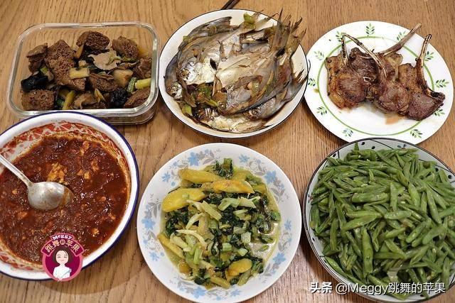 晚餐2荤2素,晒到朋友圈被骂了:家里这么多存货,还吃这么差