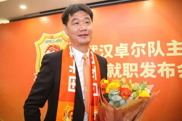 卓尔已为俱乐部投入40亿 球迷:卓尔已成武汉城市名片