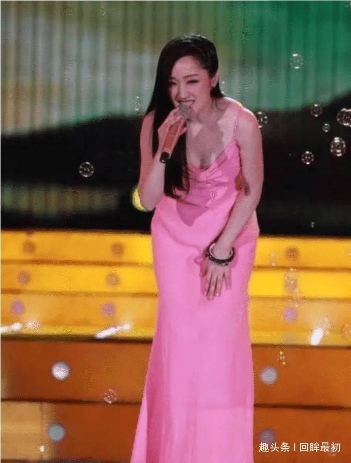 欧亿5主管:为何49岁杨钰莹至今单身?泳池照曝光后,网友:太美了!