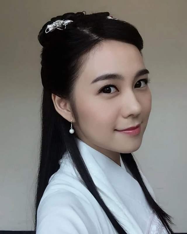 27岁TVB小花走红后绯闻多,被传搭上已婚律师,聊天记录曝光  第8张