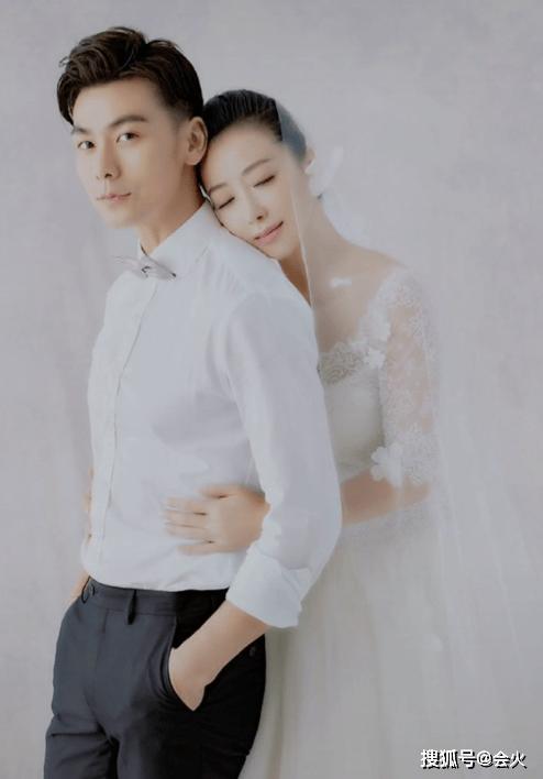 x陈紫函晒与小9岁老公恩爱照,皮肤滑嫩宛若少女,结婚5年无儿女  第2张