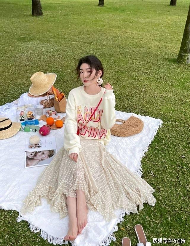 开学季必须安排一条小裙子,轻熟稳重又自带仙女气,谁穿谁好看