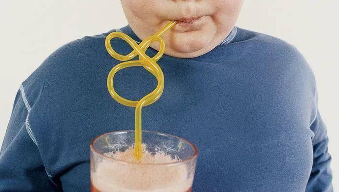 福克斯新闻:睡不好、吃得多!儿童居家学习期间体重平均增加10—20磅