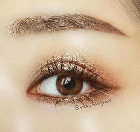 心理测试:你认为哪只眼睛更迷人?测你身上哪一点最让别人羡慕?  第4张