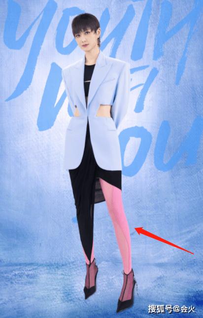 原创             36岁李宇春罕走性感路线!镂空西装露小蛮腰,还穿粉色丝袜秀美腿