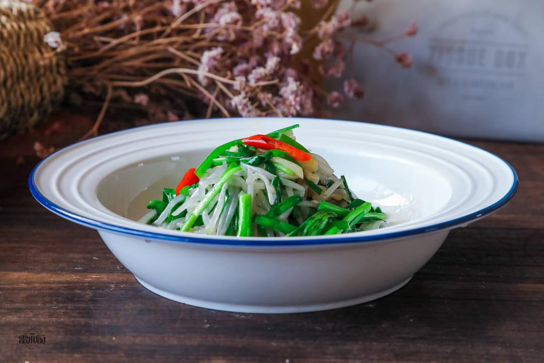 春天,我家每天都吃此菜,比萝卜白菜鲜,每天吃一点,增强抵抗力