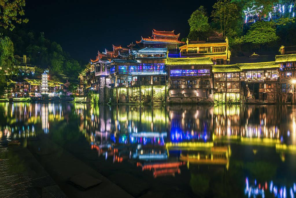 原创             悠悠沱江水千古凤凰城 遇见最美的民俗风情和美景