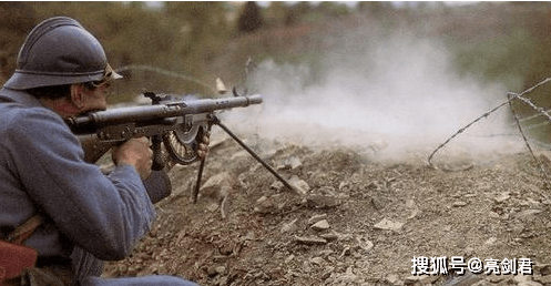 比歪把子还坑的轻机枪,平均三枪一卡壳,射速和步枪差不多