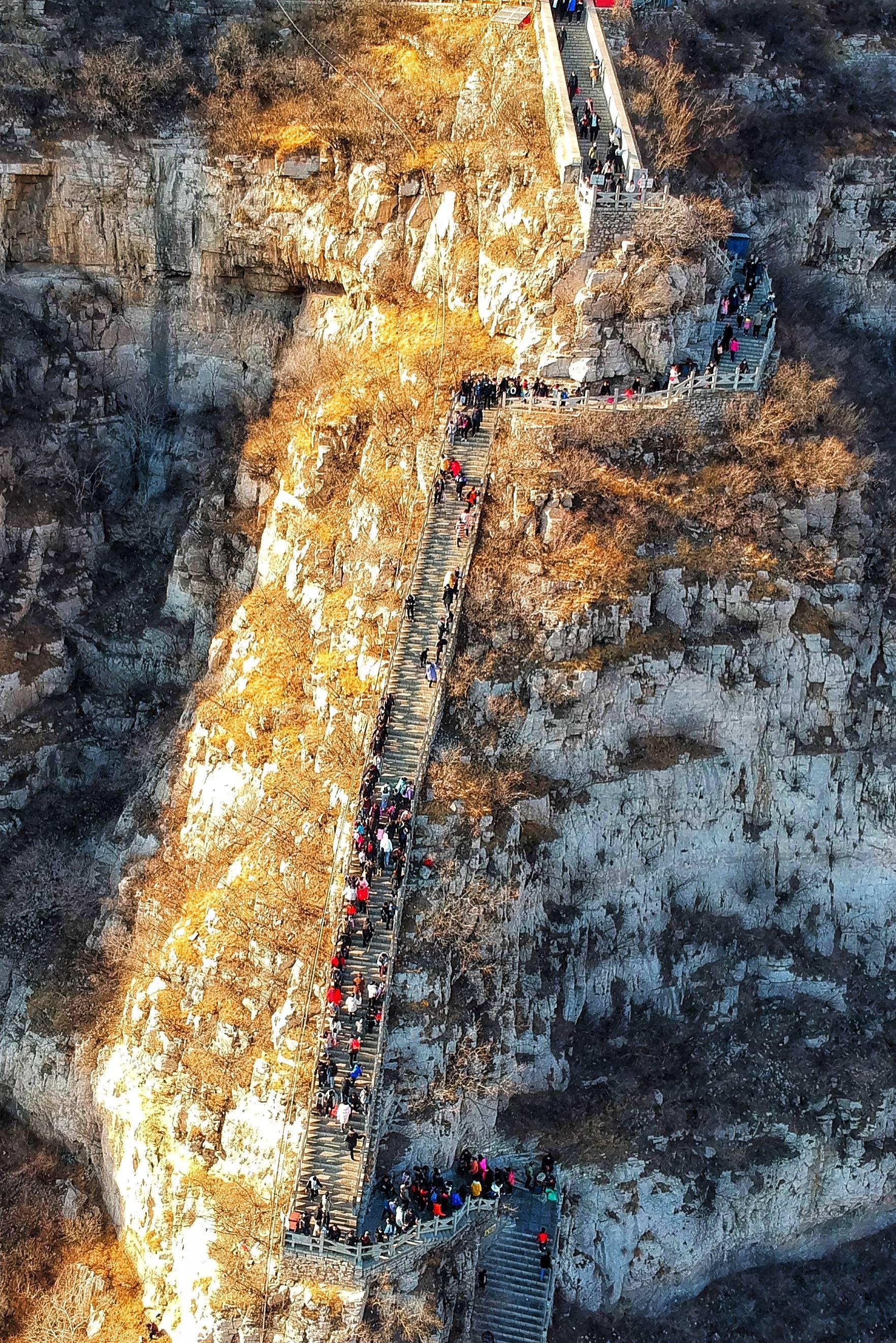原创             河北也有好风景,悬崖上的古战场,石家庄人17分钟登顶,也太牛了