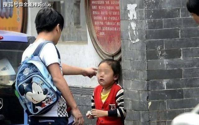 常挨打和从不挨打的娃,成年后差距有多大?过来人:两种人生