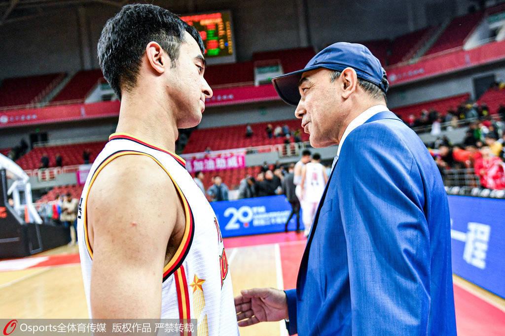 官宣!阿尔斯兰正式加盟新疆男篮 再度携手阿的江
