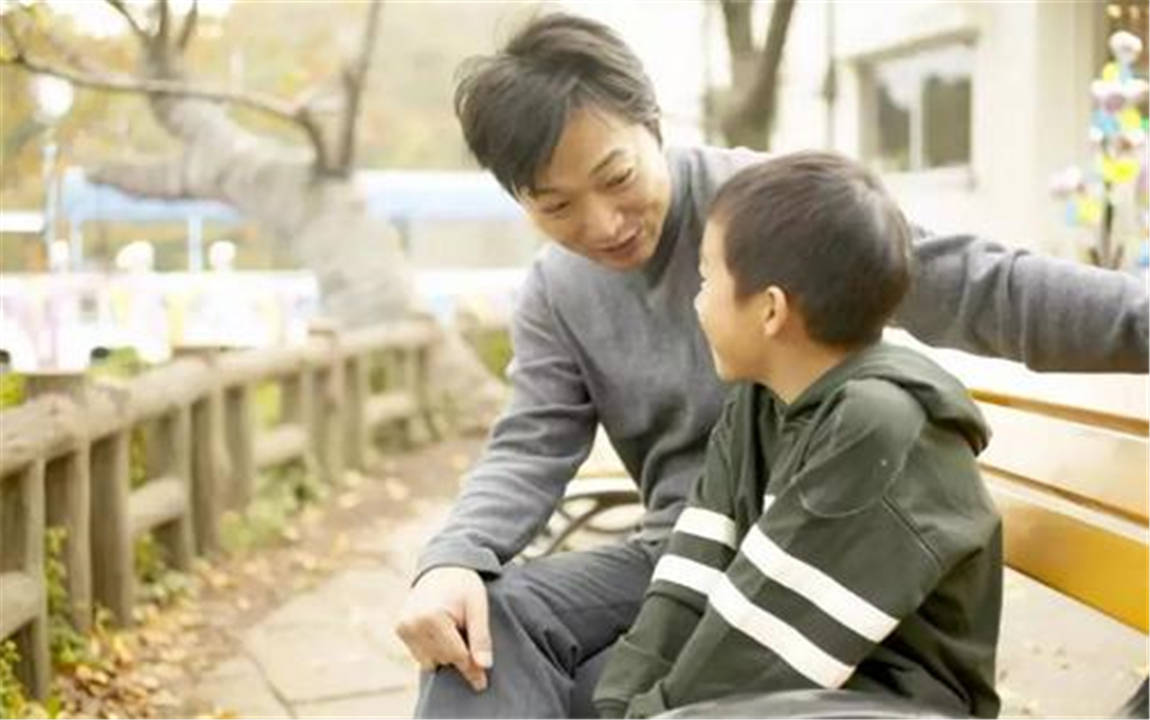 某些家长,请在指责孩子之前,想想自己是不是真的能做得比孩子好