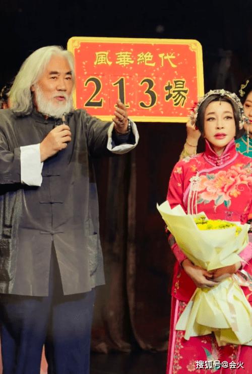 张纪中携娇妻现身黄晓明饭店,被门口保安拦住,网友:认为是叫花子