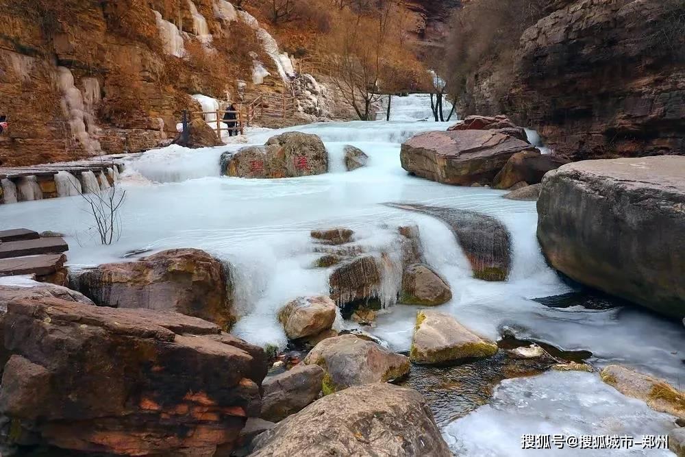 放寒假了陪孩子来太行大峡谷赏冰吧!