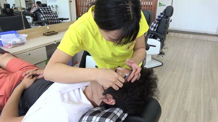 游客在越南排队到天黑,只为理发,原因十分简单