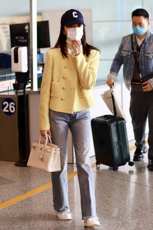 原创             董洁潮起来不得了,穿小香风配牛仔裤优雅又帅气,甜酷风也太飒了