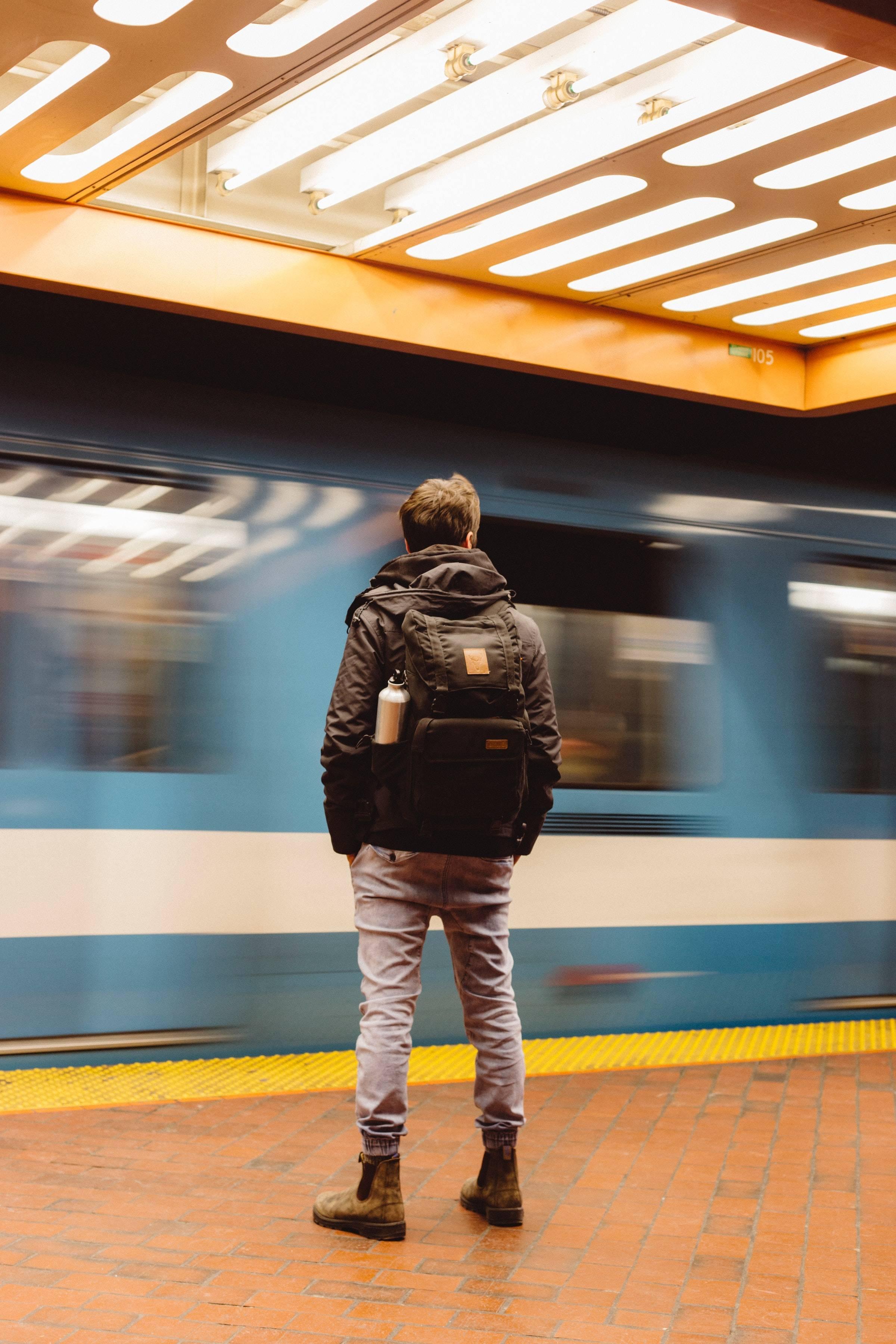"""南铁增开""""多彩""""列车带你春游"""