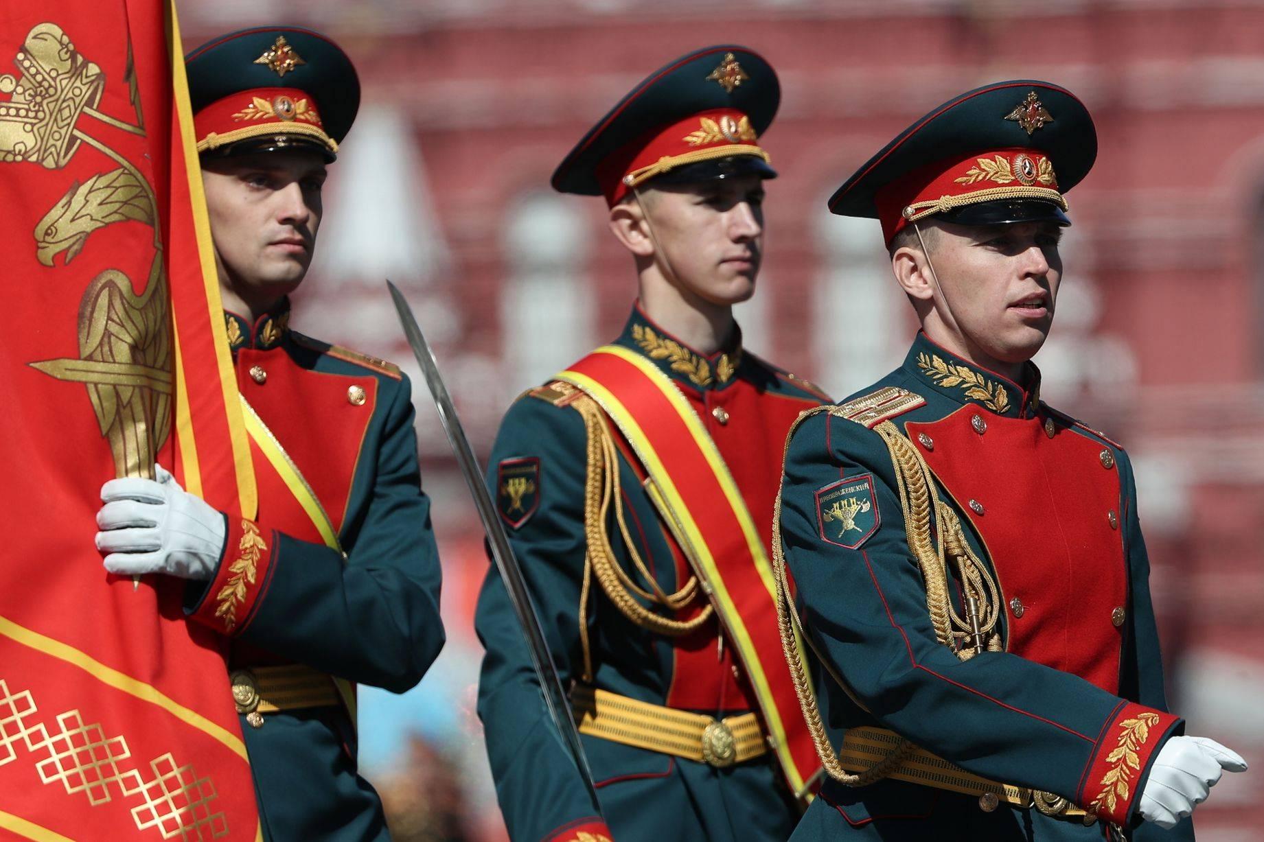 俄军154独立警卫团,出镜率很高的仪仗队,红场阅兵列入女兵排