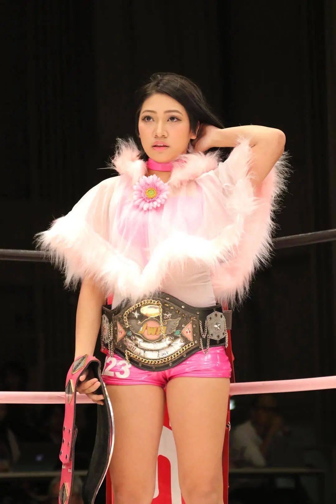 继崔雪莉后,日本23岁摔跤女星因网暴自杀,其母起诉网暴嫌疑人