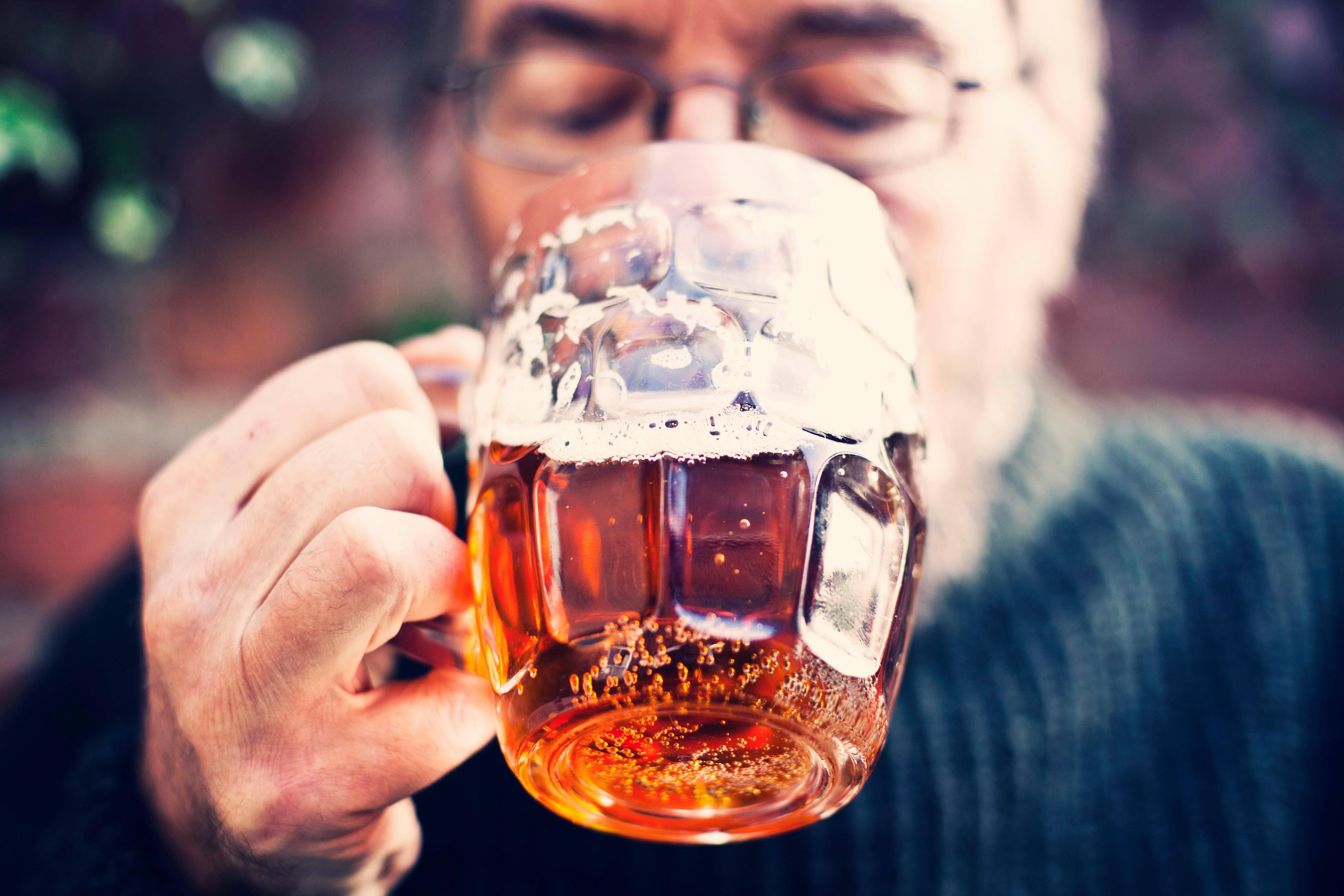 朋友叫出去喝酒怎么拒绝 别人叫你喝酒怎么幽默拒绝
