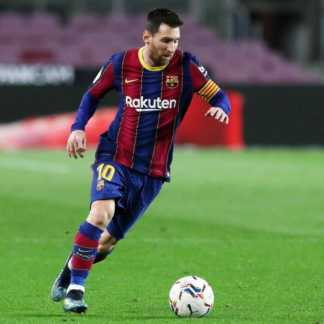 梅西如果选西班牙男足,他大概率有世界杯!地位超马拉多纳贝利!