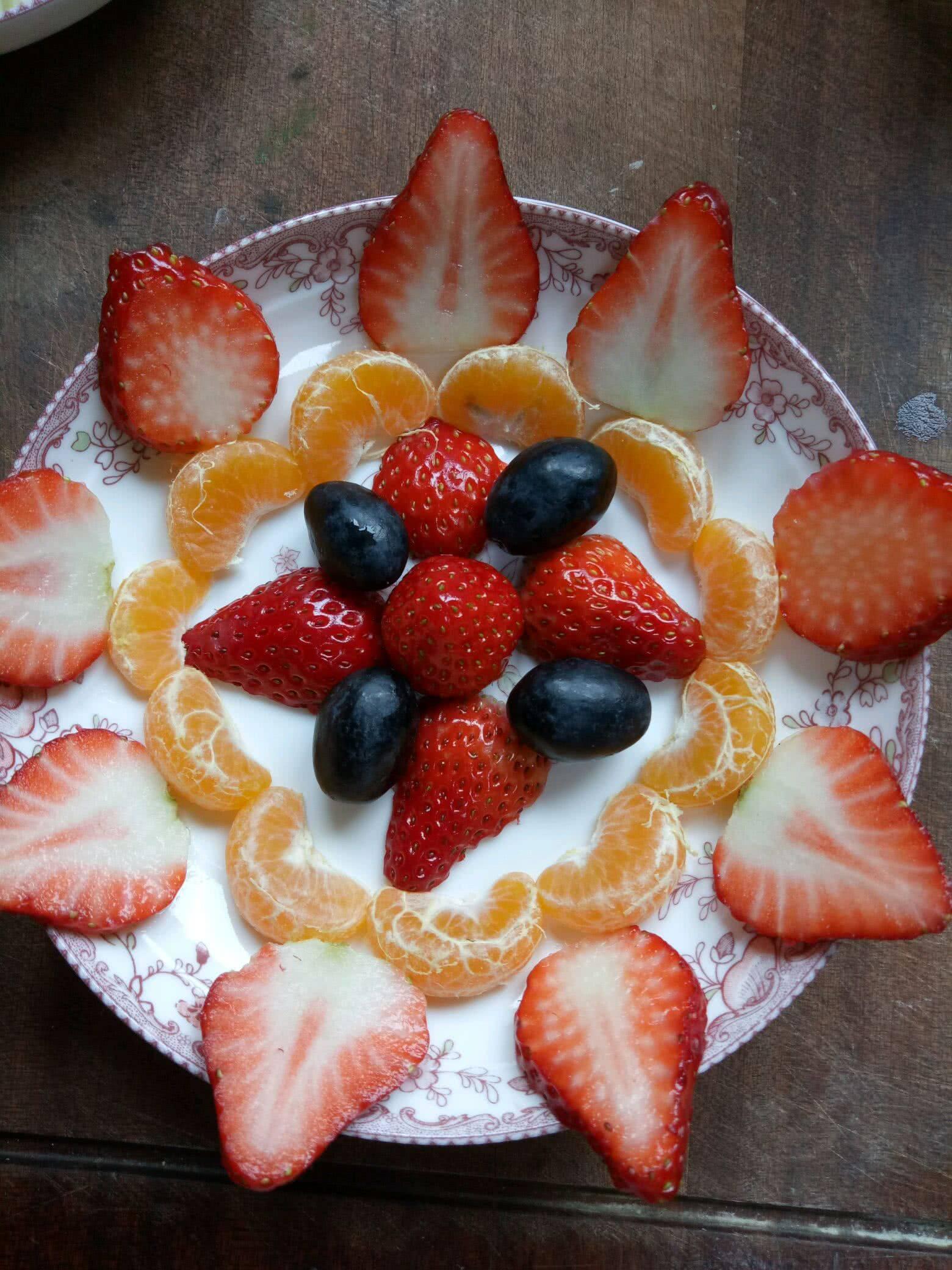心理测试:四个水果拼盘,你会选哪个?测在你困难的时候谁会帮你