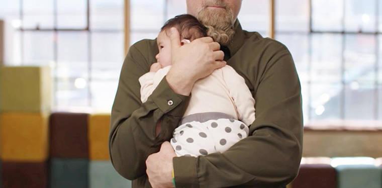 4个月宝宝头总往一个方向斜,检查后得知:脊柱发生轻微变形
