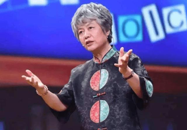 被称为育儿专家的李玫瑾,但自己女儿是个普通人,网友:没教好?