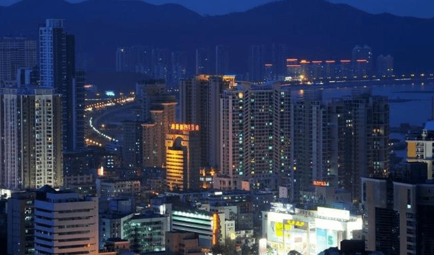 克拉玛依人口_中国大陆人均GDP最高的三座城:人口不到三百万,倒真是有矿!